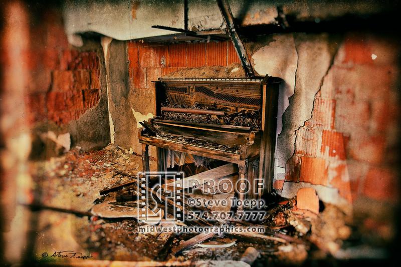 Urban Decay Serie, Piano_845 sig V3 crop etc analog