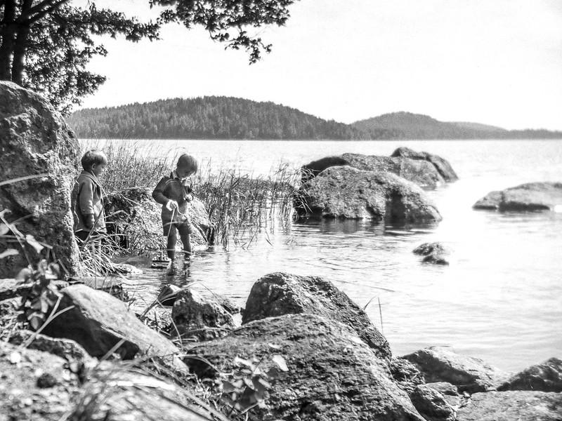 IMAGE: https://photos.smugmug.com/Finland-1951-54/Kodak-Brownie-II-my-first-camera/i-XVgszRD/0/e4ffc0e3/L/KB23-L.jpg