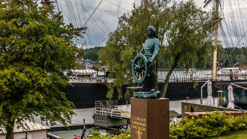 Mariehamn Ship and Statue