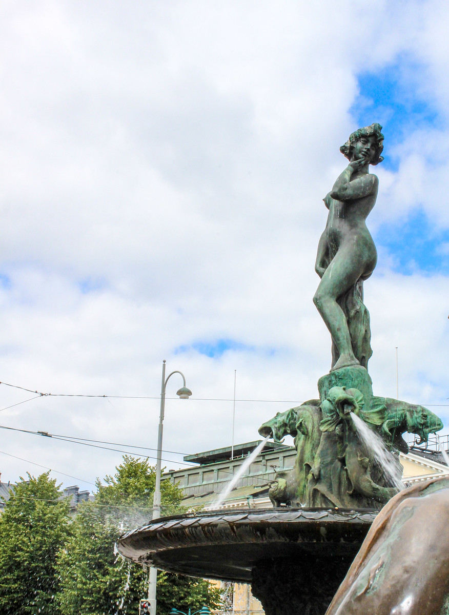 you will see many famous outdoor statues with helsinki in a day