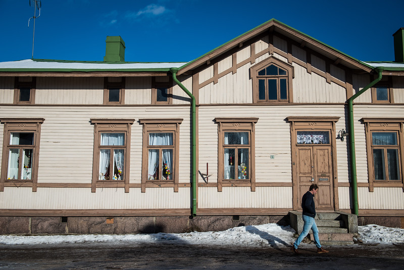 Man walking past an old building in the Old Fortress area | Linnoitus | Lappeenranta