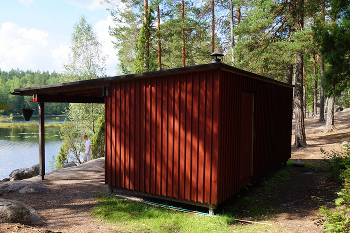 A red cabin for cooking and shelter in Nuuksio.