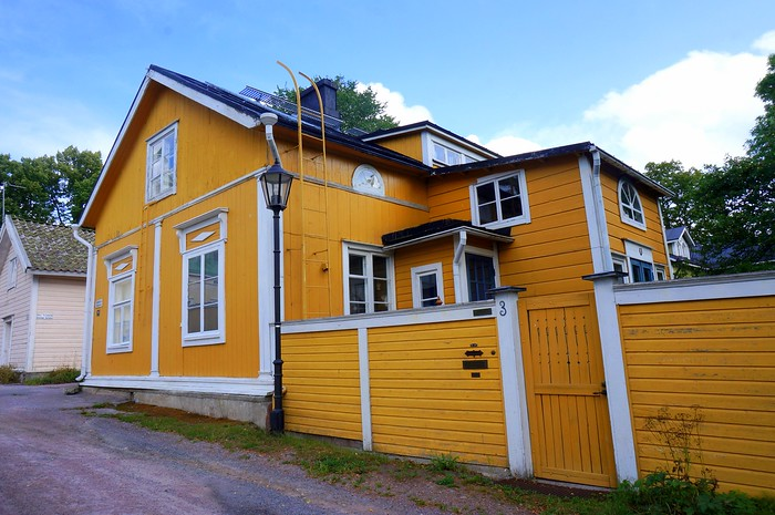 The wooden buildings of Ekenäs painted in bright colours