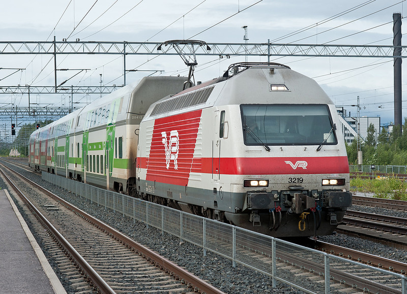 Sr2 3219 passes Kerava on 8 August 2012