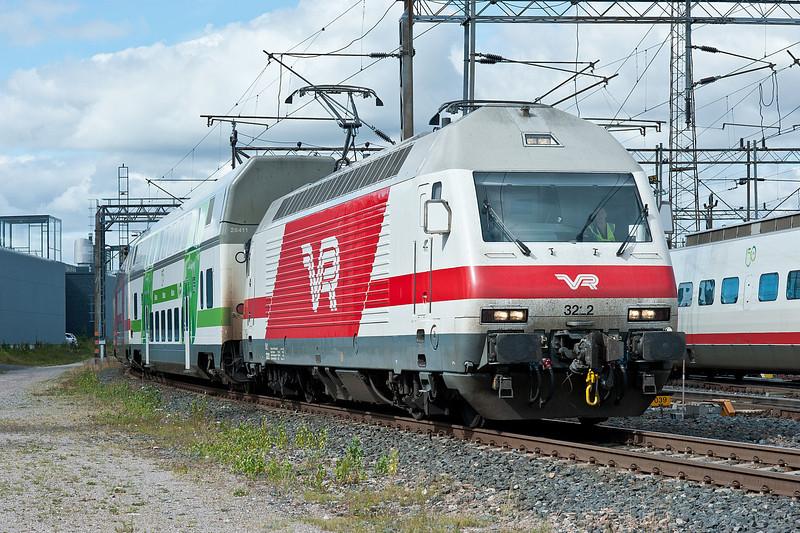 Sr2 3222 heads to Helsinki at Riihimaki on 9 August 2012