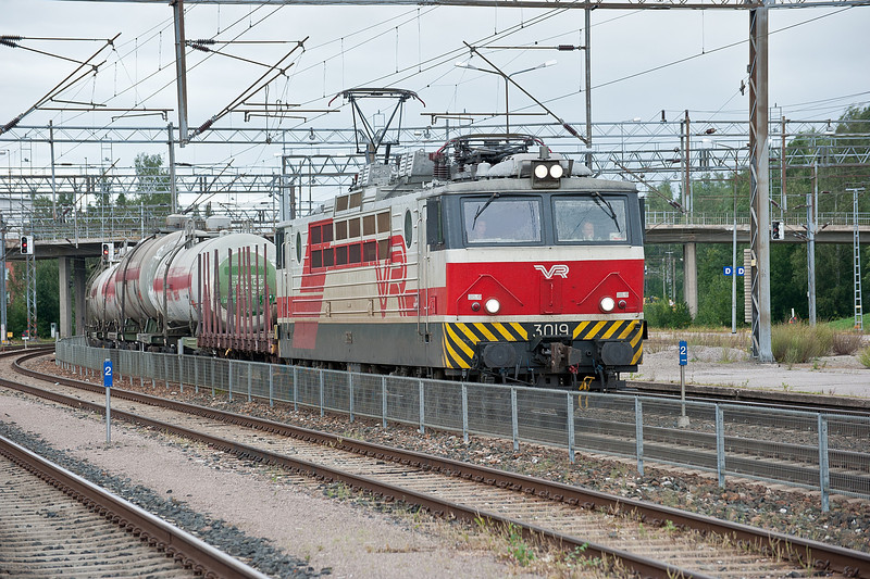 Sr1 3019 runs into Riihimaki on 8 August 2012 with a freight from the Kouvola direction