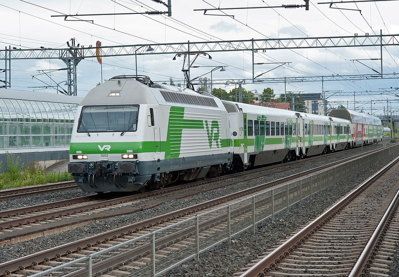 Sr2 3203 heads an IC service at Kerava on 8 August 2012