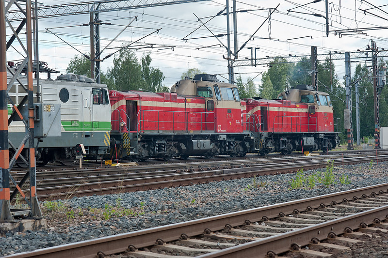 Dv12 2759 and 2741 drag Sr1 3003 and a freight through Riihimaki on 9 August 2012
