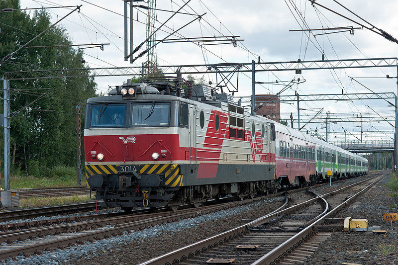 The start of the afternoon's commuter extras sees Sr1 3014 arrive at Riihimaki on 9 August 2012 with R221 from Helsinki