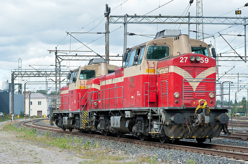 Dv12 2741 and 2759 head to the depot at Riihimaki on 9 August 2012
