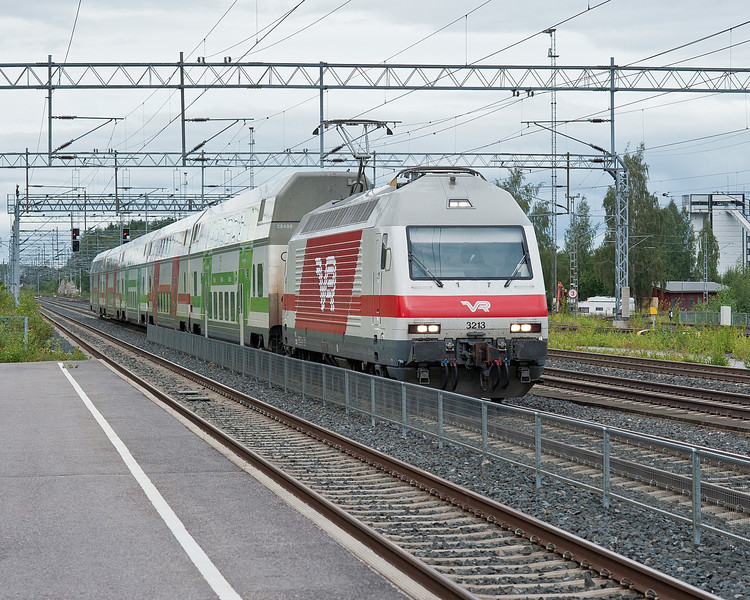 Sr2 arrives at Kerava on 8 August 2012 with an IC2 service to Helsinki