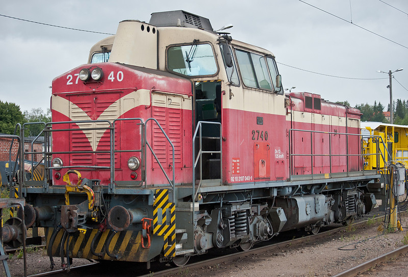 Dv12 stables on the sidings adjacent to the station at Riihimaki on 8 August 2012