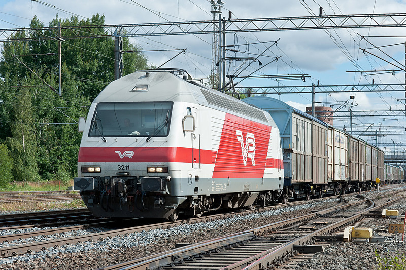 Most Sr2 were seen on passenger services but the odd loco, such as 3211 at Riihimaki on 9 August 2012, turned up on a freight turn