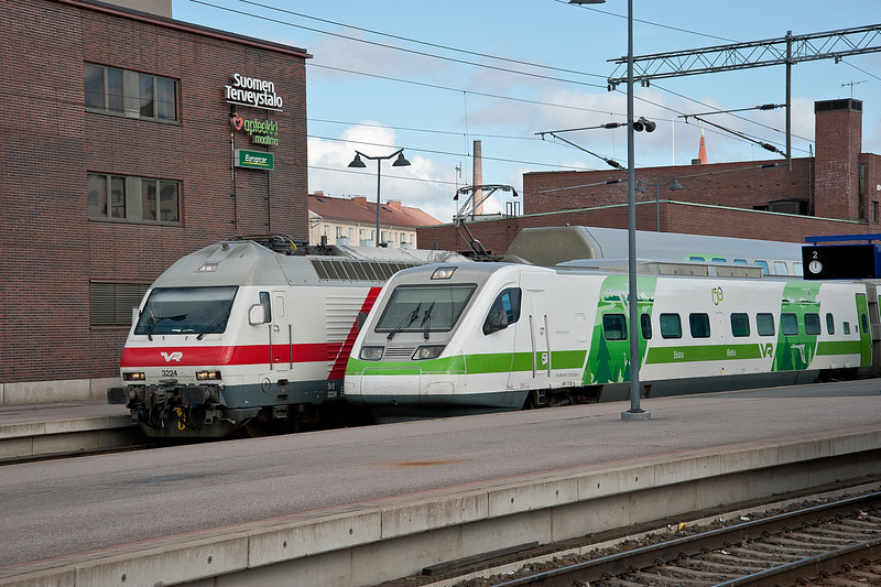 Sr2 3224 and Pendolino set 08 are ready for departure from Tampere on 9 August 2012