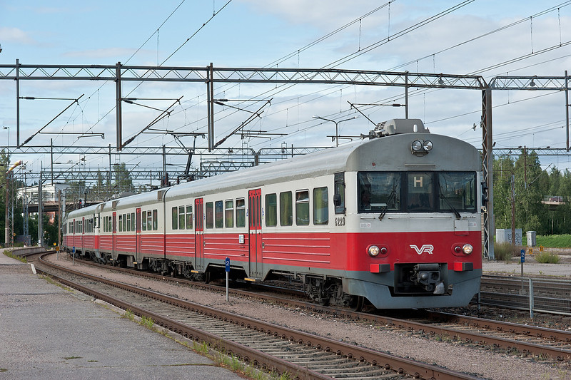 Sm1 6229/6029 and 6240/6040 at Riihimaki on 9 August 2012