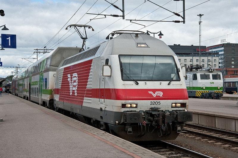 Sr2 3205 with IC 48 at Tampere on 9 August 2012