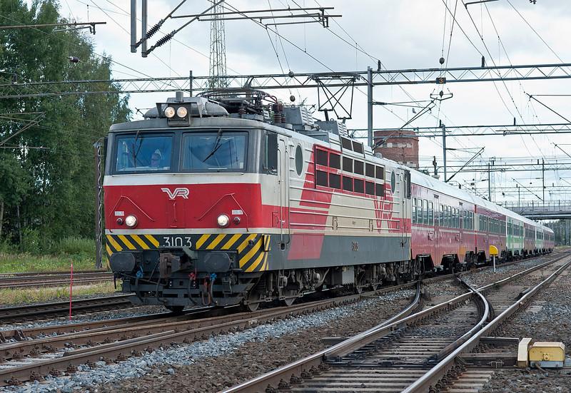 Train R223 arrives at Riihimaki on 9 August 2012 behind Sr1 3103