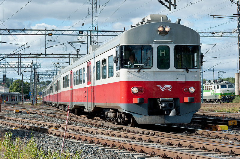 Sm2 6261/6061 heads an H line service away from Riihimaki on 9 August 2012