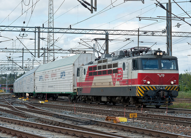 Russian auto-carriers behind Sr1 3049 as it heads for the yard at Riihimaki on 9 August 2012