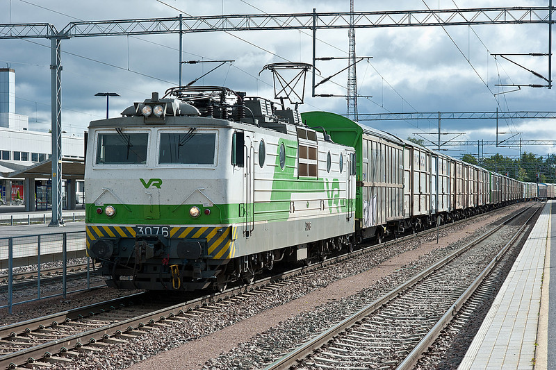 Sr1 3076 with a freight service at Kouvola on 10 August 2012