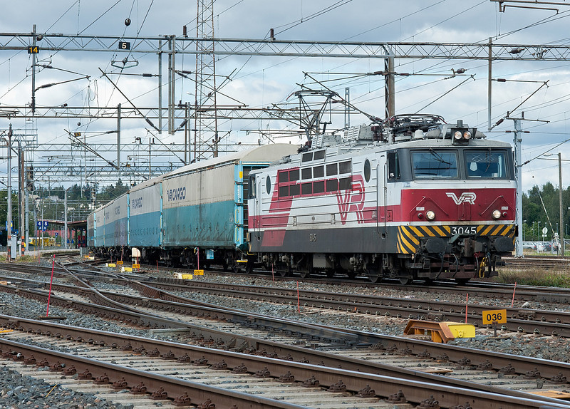 Sr1 3045 heads to the extensive yards at Riihimaki on 9 August 2012