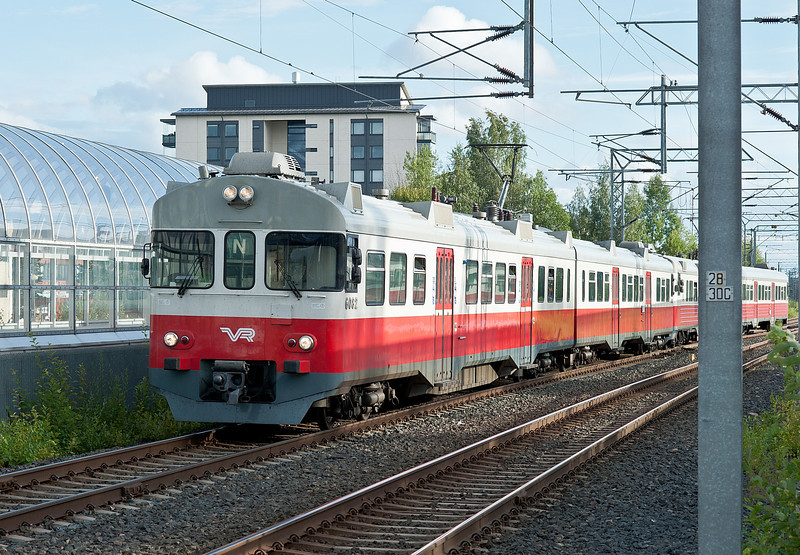 Sm2 6082/6282 and Sm1 6033/6233 arrive at Kerava on 8 August 2012