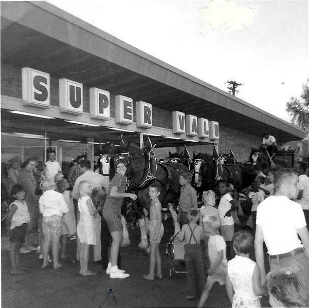 Super Valu grocery store - Grand Opening - 1312 Glenwood Ave - c.1960?