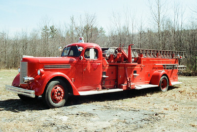 Boxborough Mass x-Ladder 68 - 1948 Pirsch 65' aerial.
