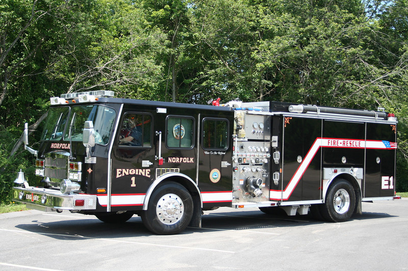 Norfolk Mass Engine 1 - 2005 E-One Typhoon 1250/1000/30F<br /> ** Yes, the color is black and everything reflects off it.