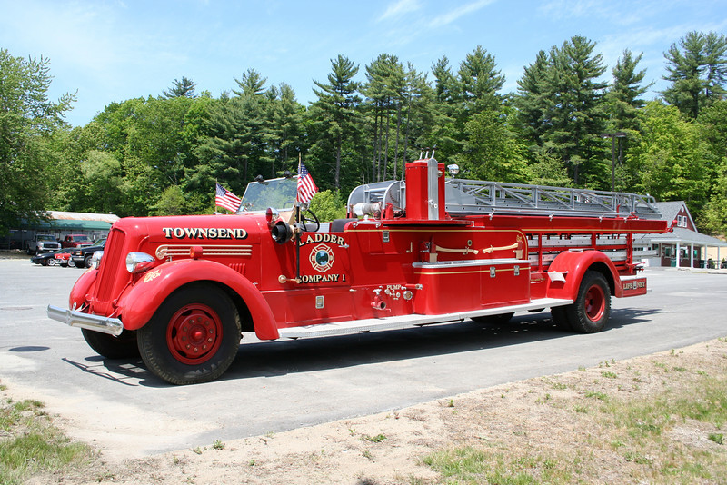 Townsend Mass Former Ladder 1 - 1949 Seagrave