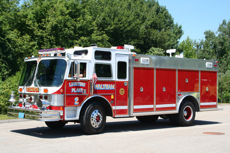Waltham Mass Lighting Plant 2 - 1986 Hahn / FMC / 2006 Tri-Star body <br /> (Former Cumberland Hill RI Engine 42)