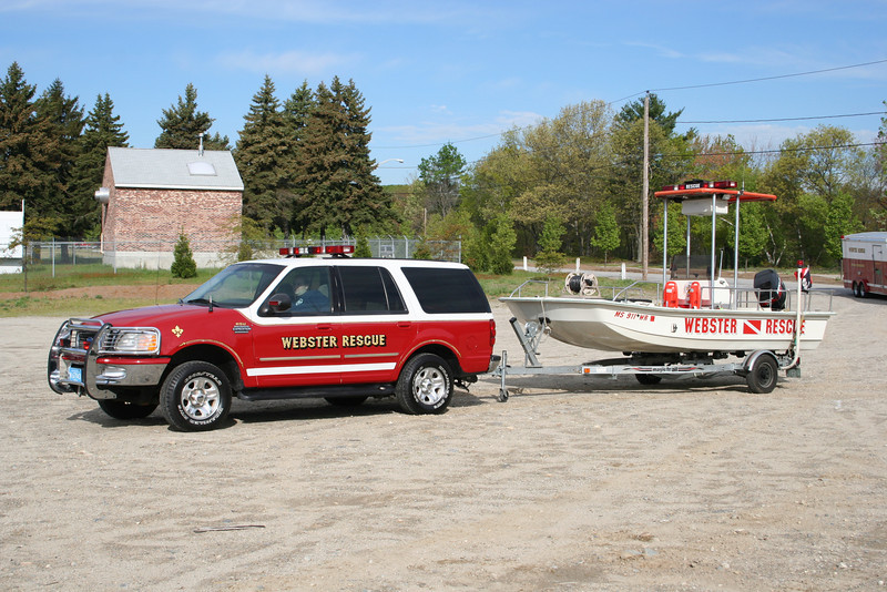 Webster Mass RSU - 1997 Ford Expedition 4x4 pulling 17 ft Polar Rescue boat