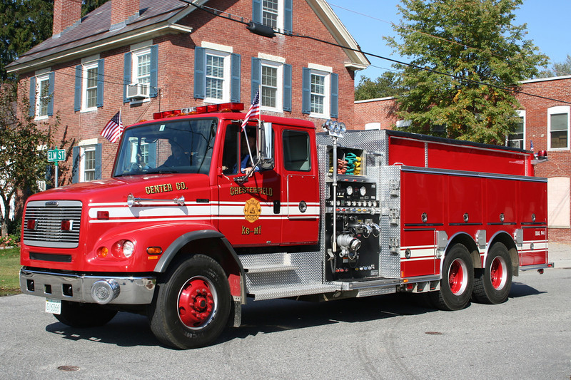 Chesterfield NH Engine 1 - 2002 Freightliner FL112 / Central States