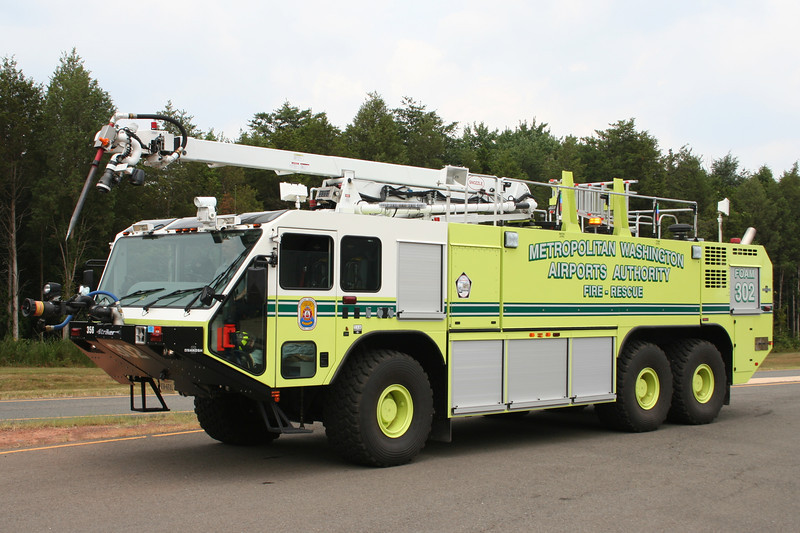 Dulles International Airport Foam 302 - 2008 Oshkosh Striker 6x6 1950/3000/420F with 50' Snozzle