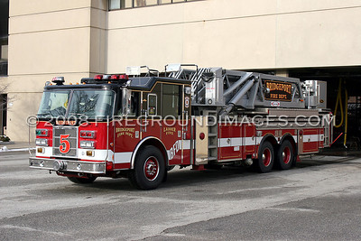 LADDER-5 (2002 Pierce Dash 100' Mid-Mount HD Tower Ladder)