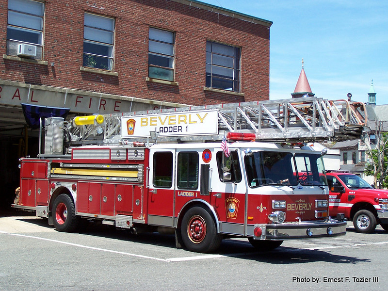 Ladder 1 - 1988 E-One 110' Rearmount Aerial (Sold to Hamilton in 2009)