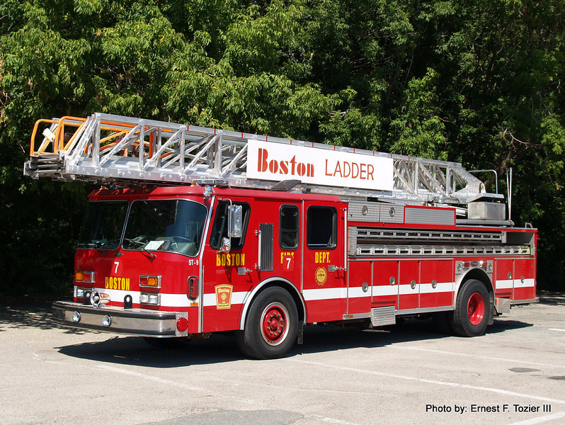 Reserve Ladder ST-9 - 1990 E-One 110' Rearmount