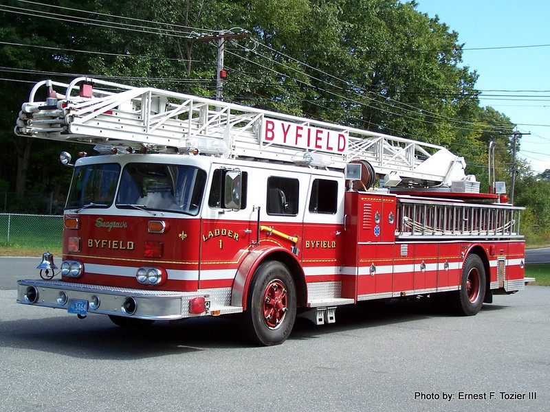 Ladder 1 - 1985 Seagrave 100 FT. Rearmount (Retired in 2010)