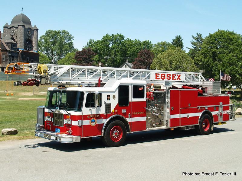 Ladder 1 - 1997 Seagrave 1750/300 100' Rearmount Quint (Ex-Berwyn, IL)