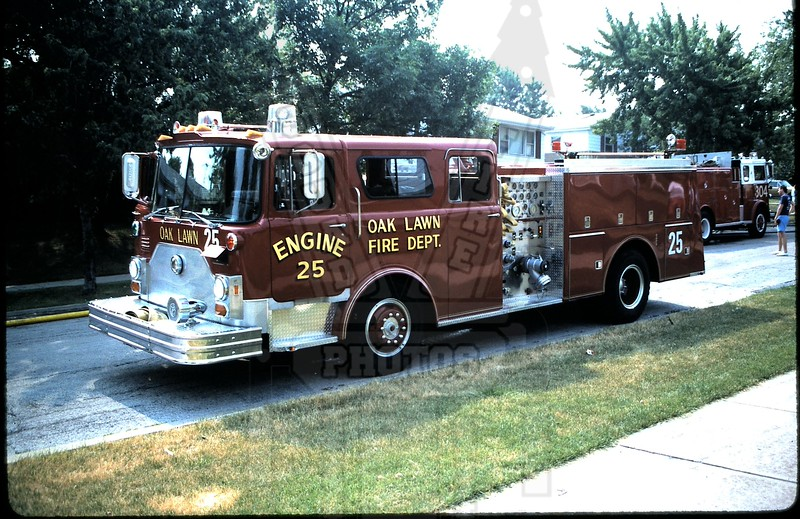 Older picture of Oak Lawn, IL Engine 25