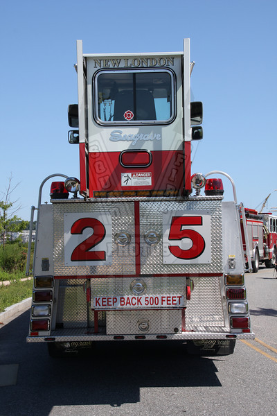 Rear of New London, Ct Ladder 25