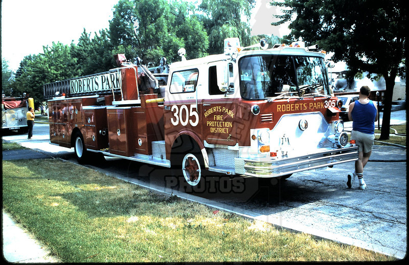 Older photo of Roberts Park, IL Fire Protection District Ladder 305