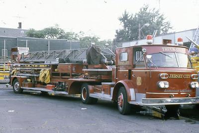 Truck 1964 ALF 900 Series 100' TT