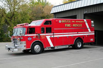 Rescue 5251 - 1991 Pierce Lance - Photo added October 10th, 2014.  (Former Cederburg WI Rig)
