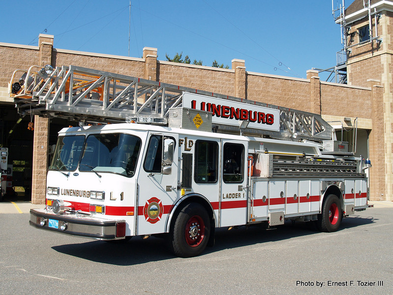 Ladder 1 - 1987 E-One Hurricane 110' Rearmount (Former North Andover L1)