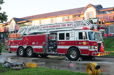 Truck 1671 - 1995 Pierce/Lance - 1500 GPM / 300 Tank / 105' RM Aerial - Photograph Added September 11th, 2012.