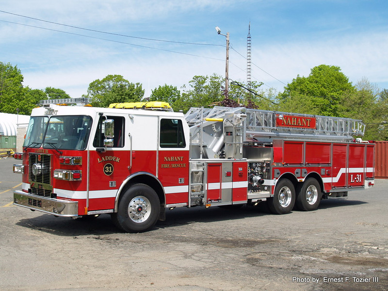 Ladder 31 - 2013 Sutphen 1750/400 100' Midmount Aerial (Photo #2)