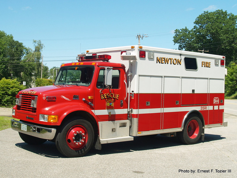Rescue 1 - 1996 International 4700/Marque