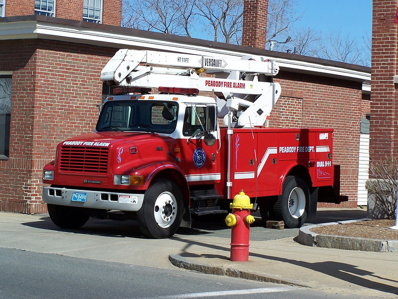 Fire Alarm Truck - 1990's International/Versalift