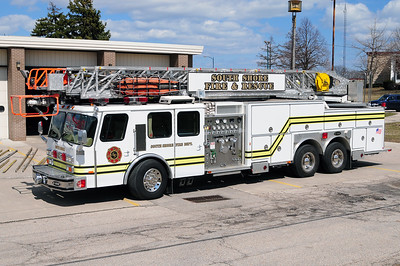South Shore Quint 9 - 1992 Emergency One - 1500/250/110' - Former Mt. Pleasant Truck 151 - Photo Added 4/05/2011.